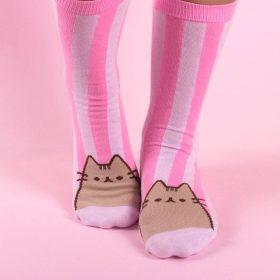 Sleepy Pusheen auf Marshmallow – Tasse mit Socken – 3