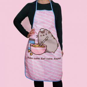 pusheen-baking-backen-kochschürze-thumbs-up-make-cake-eat-repeat-pink-2